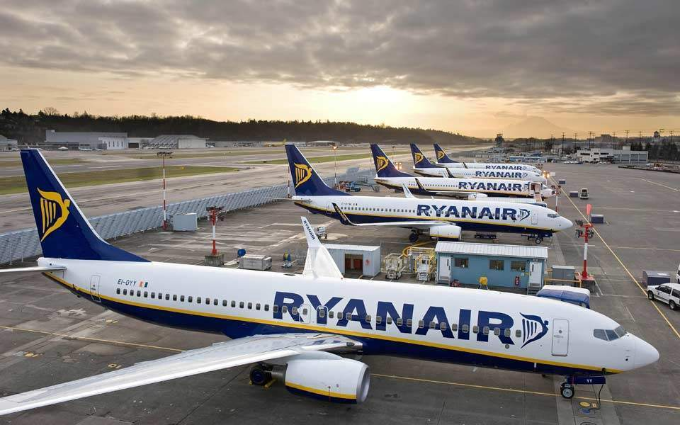 Ryanair reports 21% fall in profits in first quarter