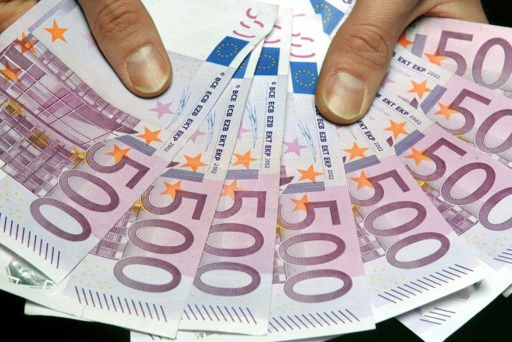 The massive Euromillions jackpot of €190 million MUST be won tonight
