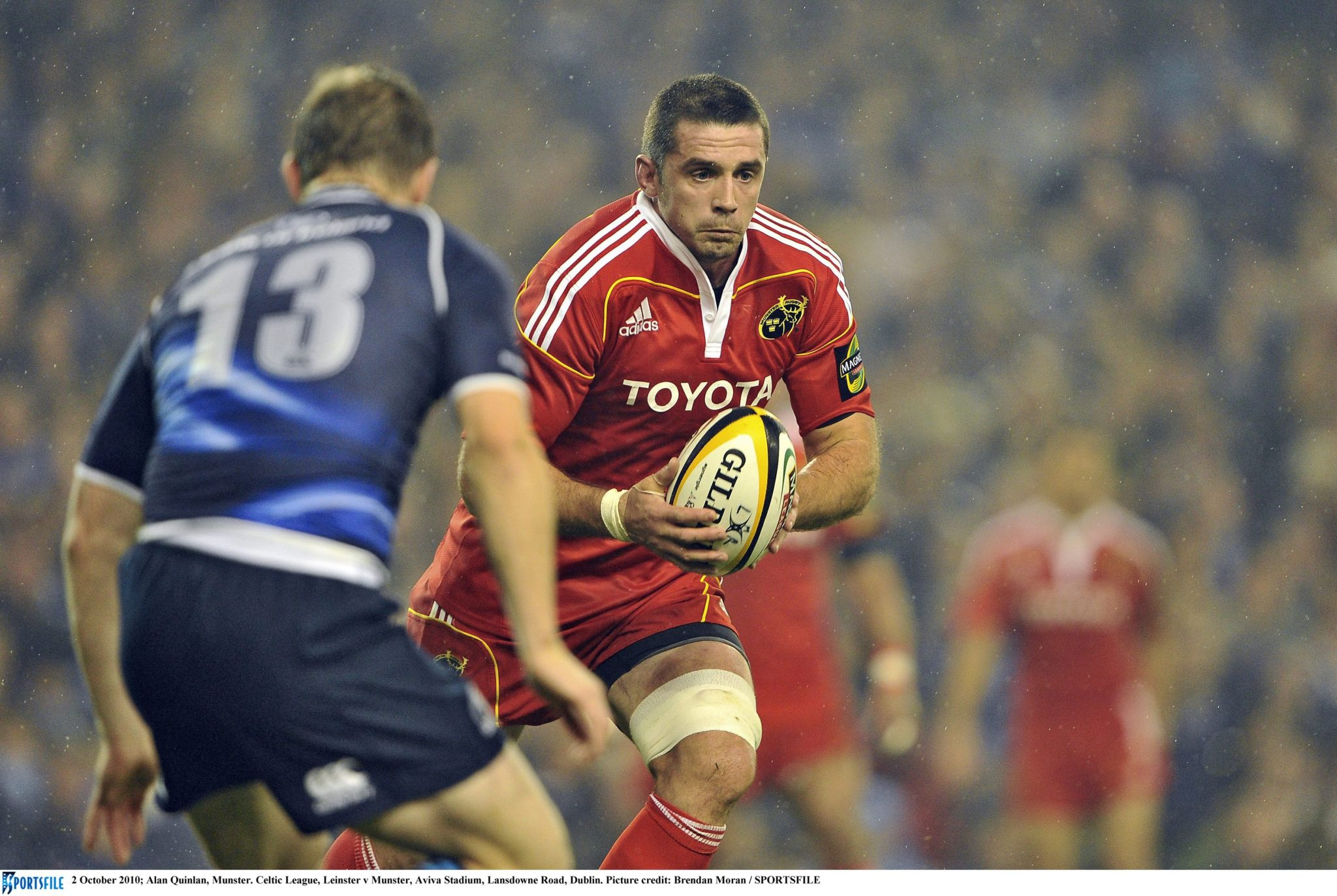 Alan Quinlan of Munster carries the ball.