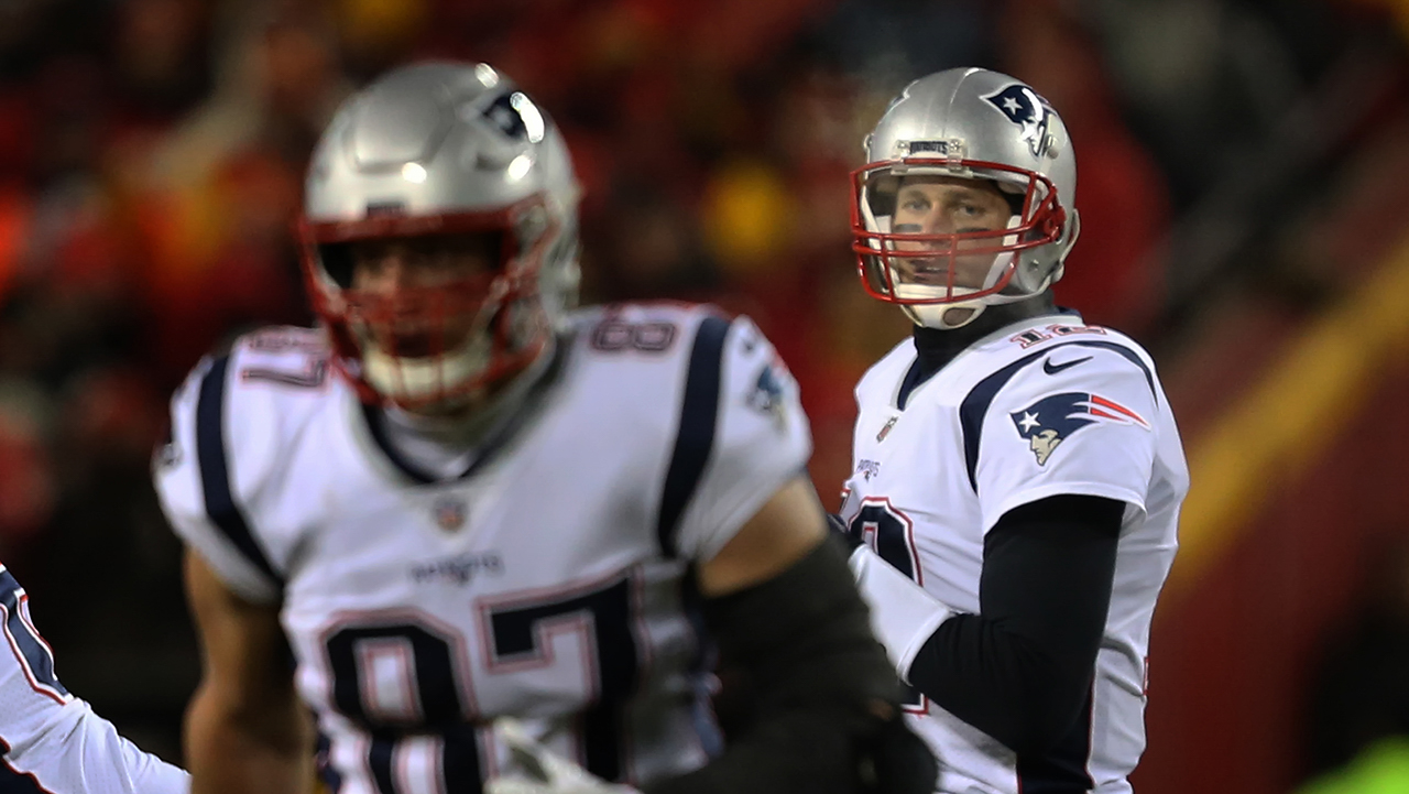 New England Patriots quarterback Tom Brady (12) looks in the direction of tight end Rob Gronkowski (87) before completing a 6-yard pass to Gronkowski on the opening drive of the AFC Championship Game game