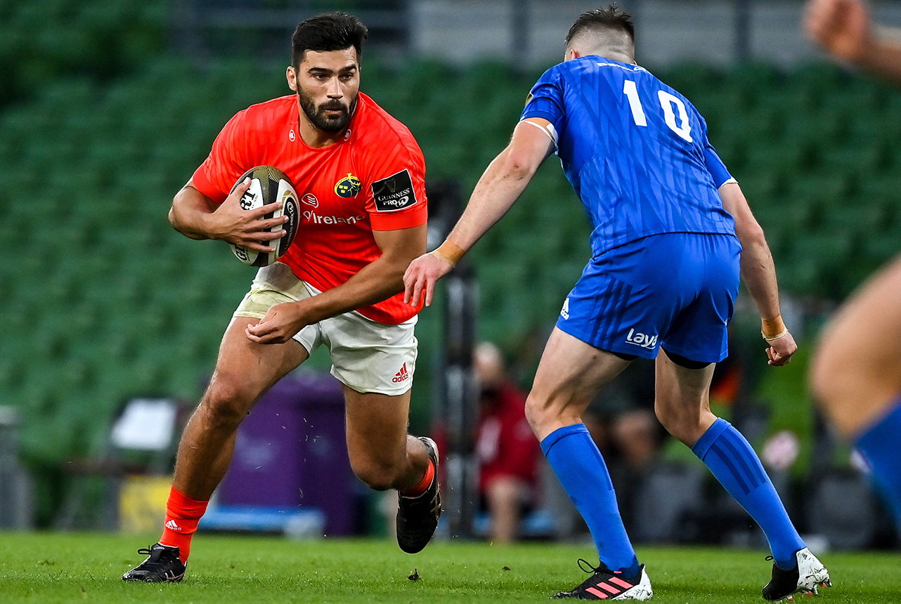 Damian de Allende of Munster in action against Jonathan Sexton of Leinster during the Guinness PRO14 Semi-Final match between Leinster and Munster at the Aviva Stadium in Dublin