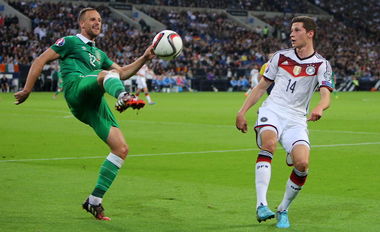 Germany's Julian Draxler (r) and David Meyler of Ireland vie for the ball during the UEFA EURO 2016 qualifying soccer match between Germany and Ireland
