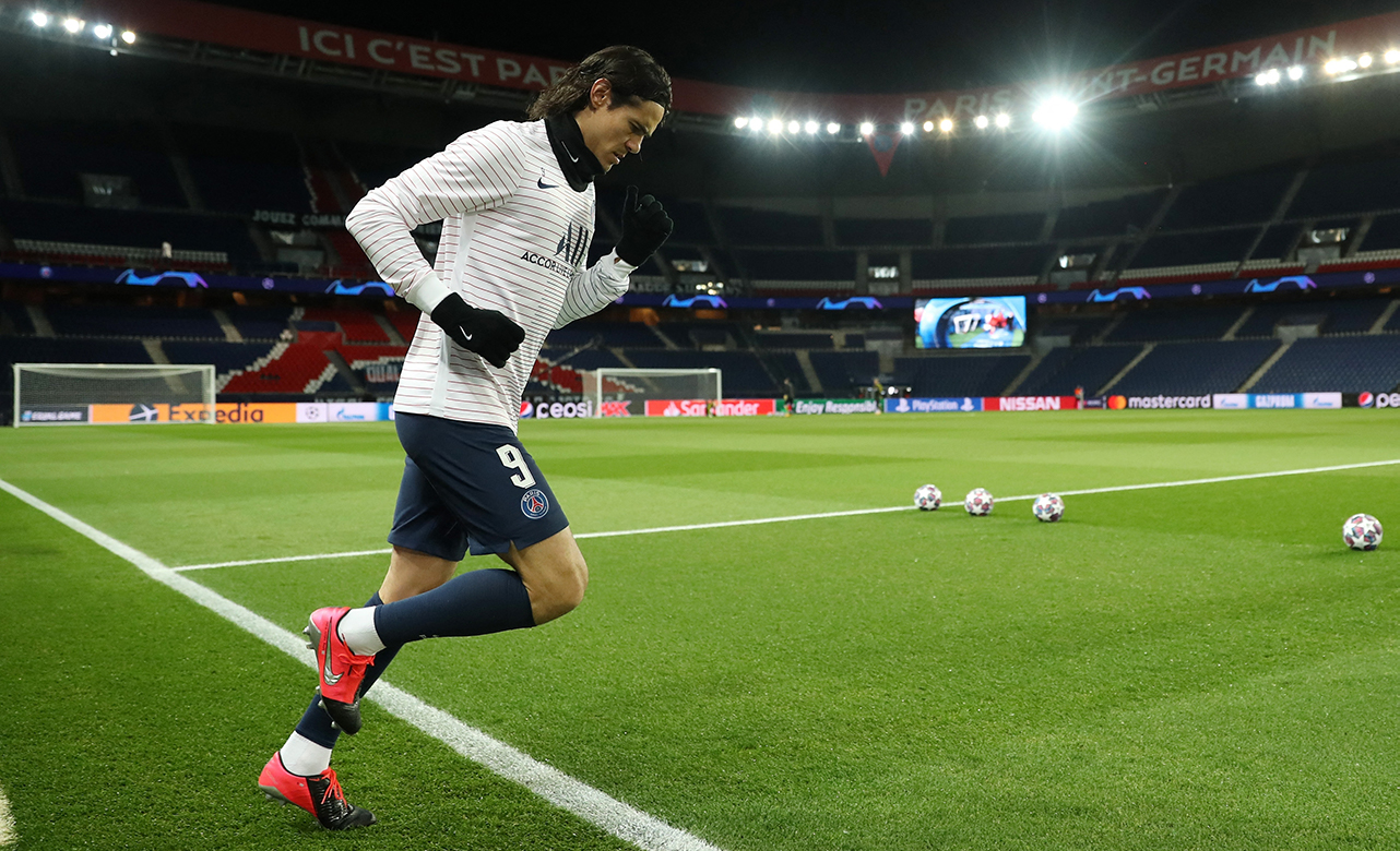Edinson Cavani of Paris Saint-Germain runs out to warm up prior to the UEFA Champions League round of 16 second leg match between Paris Saint-Germain and Borussia Dortmund