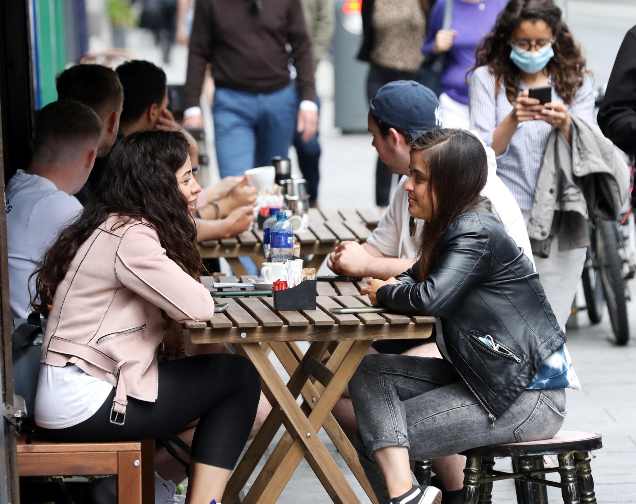 People enjoying coffee outside a restaurant in Dublin City Centre, 07-06-2021. Image: Sasko Lazarov/RollingNews