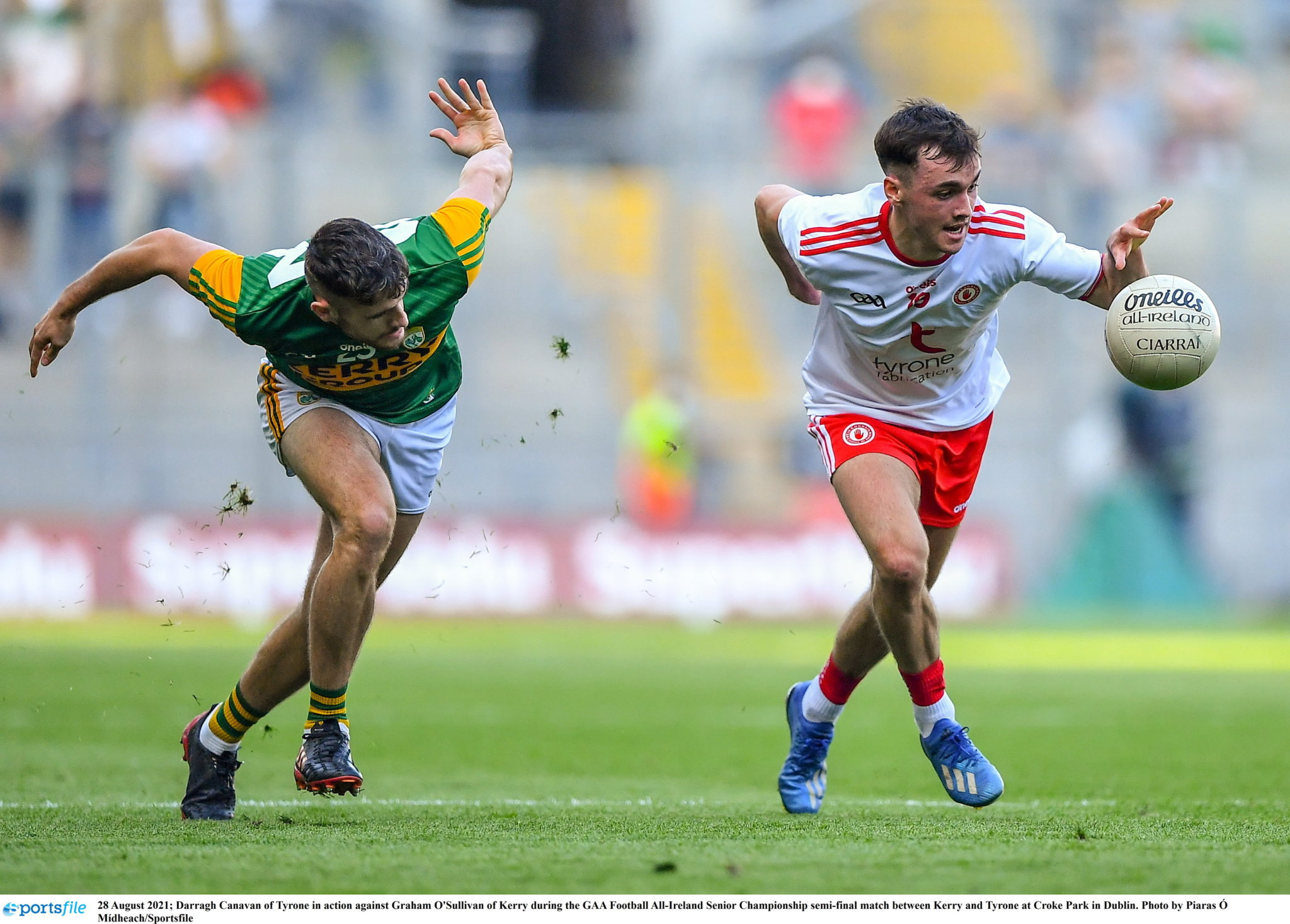 Darragh Canavan drives with the ball