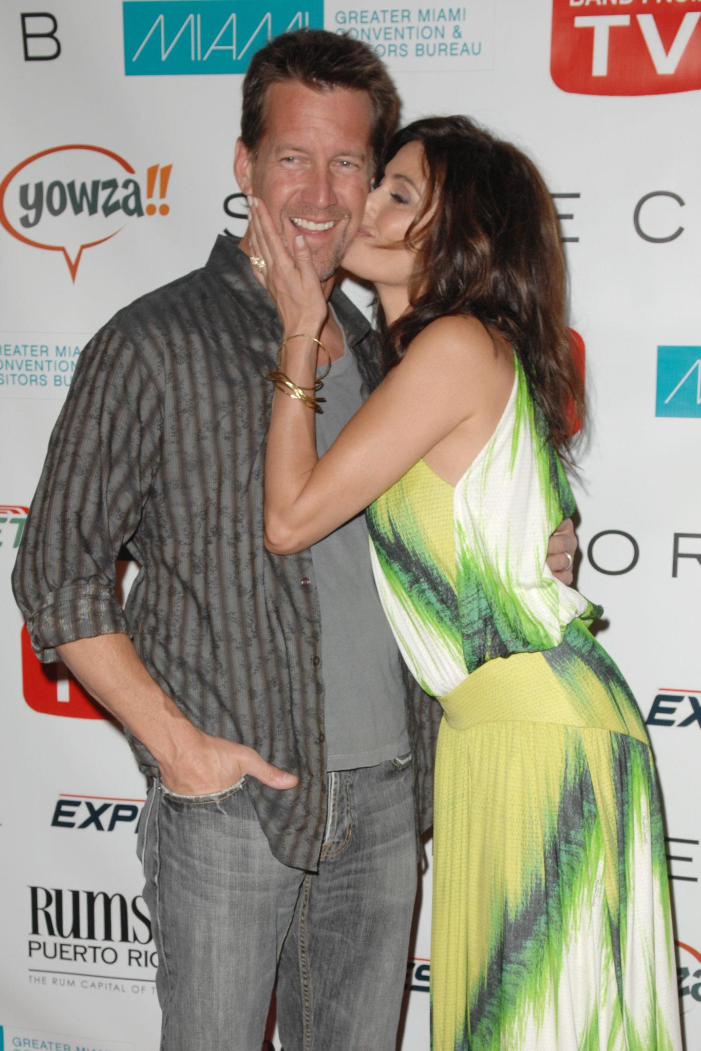 Desperate Housewives James Denton and Teri Hatcher